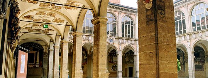 Bologna building courtyard