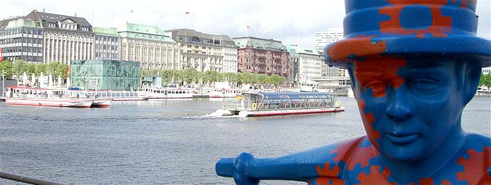 Hamburg Binnenalster and statue